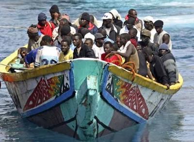 20080829001244-arriba-tenerife-cayuco-105-inmigrantes.jpg