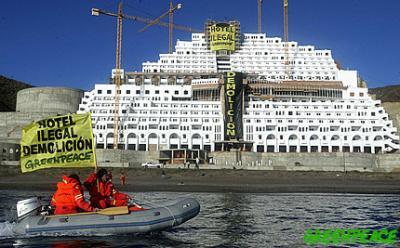20100403132542-activistas-de-greenpeace-ocupa-3.jpg
