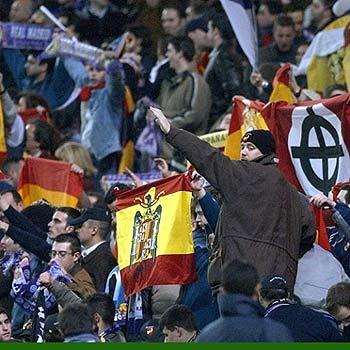 20120816220015-ultras-sur-bandera-franquista-y-saludo-nazi-todo-de-la-mano.jpg