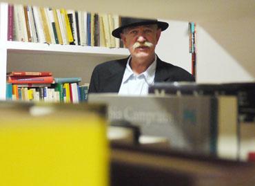 20120817201119-hernandezbiblioteca.jpg