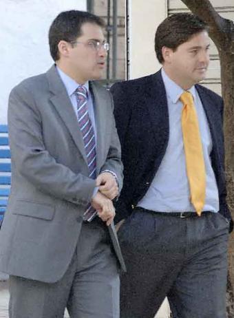 20070711121708-juez-miguel-angel-torres-acompanado-magistrado-gonzalo-divar.jpg