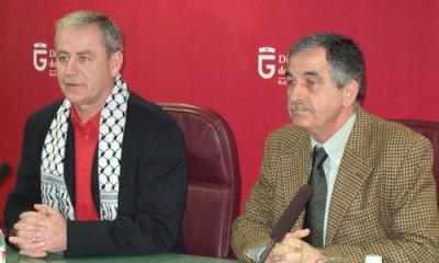 20090115172811-juliobernardo-y-representante-palestino.jpg