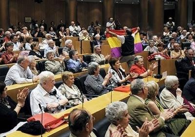 20090414172255-bandera-parlamento.jpg