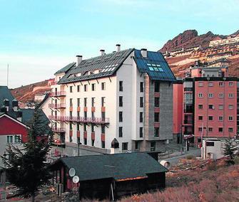 20091128123532-edificio-marisol-en-pradollano-monachil.jpg