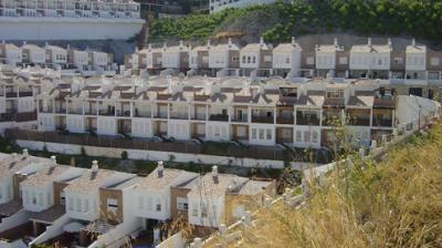 20100320014949-viviendas-los-pinos.jpg