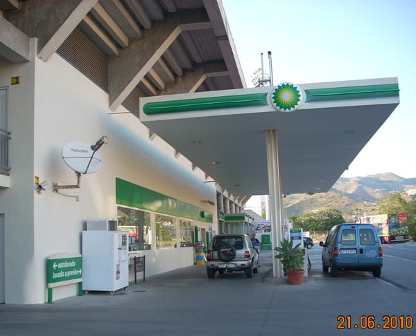 20100705150005-gasolinera-incumpliendo-licencia-apartura.png