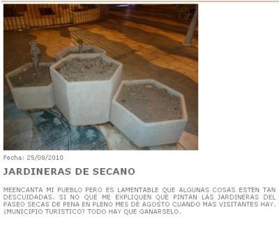 20100830122315-jardineras-abandonadas-en-el-paseo-del-altillo-en-almunecar.jpg