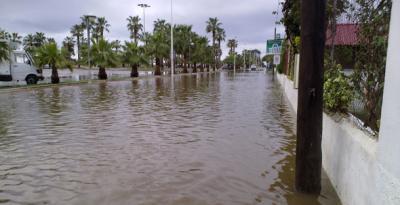 20110529115404-inundacionplayamotril.jpg