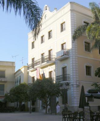 20120115203351-almunecar-ayuntamiento-np.jpg
