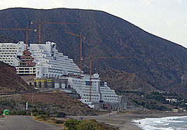 20120421135913-hotel-algarrobico.jpg
