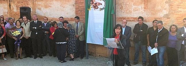 La tapia del cementerio de Granada, señalizada como Lugar de Memoria Histórica